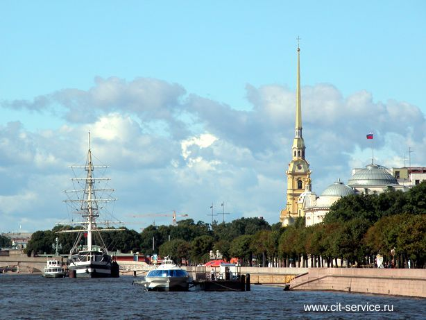 Сборные экскурсионные туры в Петербург